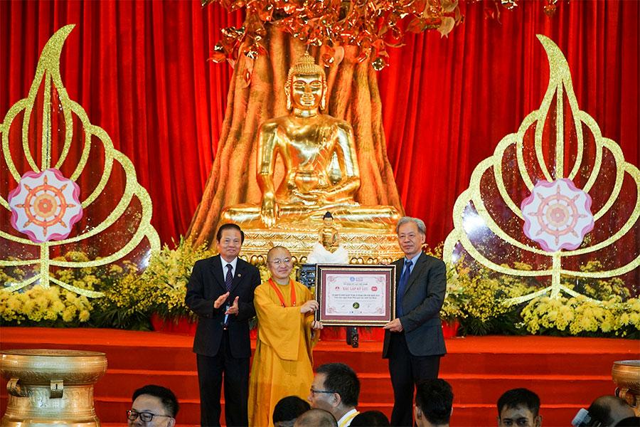 Công bố 02 kỷ lục thế giới và 10 kỷ lục Việt Nam tại Đại lễ Vesak 2019