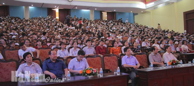 Gần 700 học sinh và giáo viên các trường tham dự lễ tổng kết4.jpg